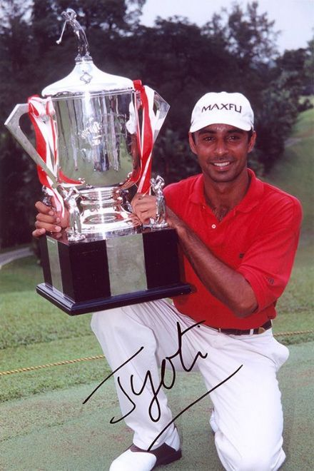Jyoti Randhawa, Indian golfer, signed 12x8 inch photo.